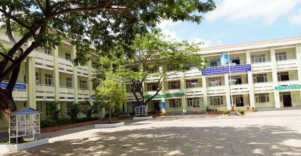 Phó giám đốc sở xin lỗi 22 học sinh bị cô giáo đánh - Ảnh 1.
