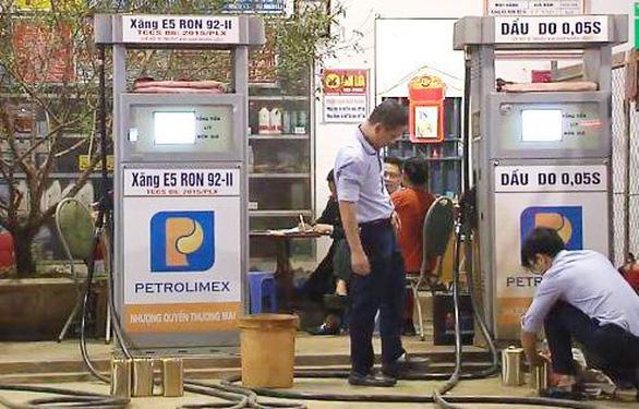 Đề nghị phạt cửa hàng bán xăng 'bẩn' hơn 200 triệu đồng - Ảnh 1.