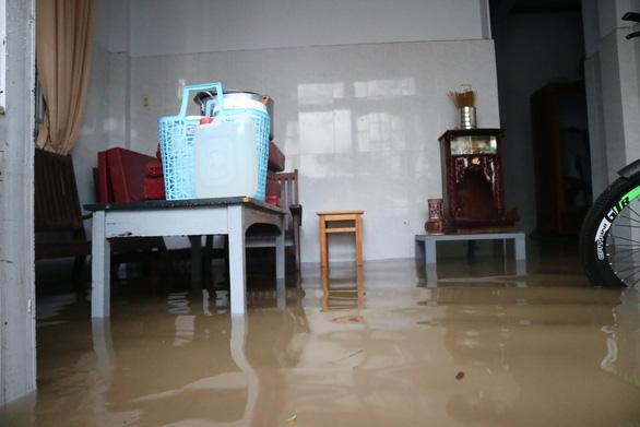 Chiều 20-4, Đà Lạt mưa lớn kèm mưa đá, nhiều nơi ngập nặng - Ảnh 4.