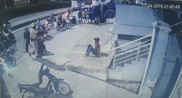 Xác minh video CSGT chĩa súng, đánh người vi phạm giao thông - Ảnh 2.