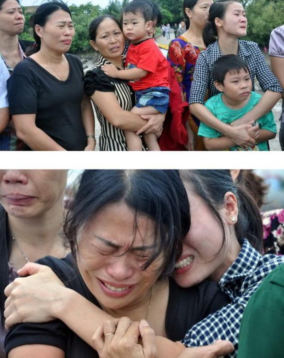 Hình ảnh chị Hoa khóc thương em trai