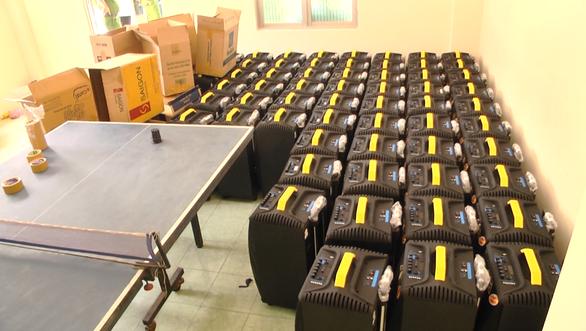Cận cảnh Công an TP.HCM bắt hơn 1,1 tấn ma túy ngụy trang trong loa thùng - Ảnh 5.