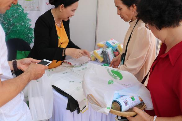Mỗi năm 1 người Việt vứt 41kg rác nhựa ra môi trường - Ảnh 2.