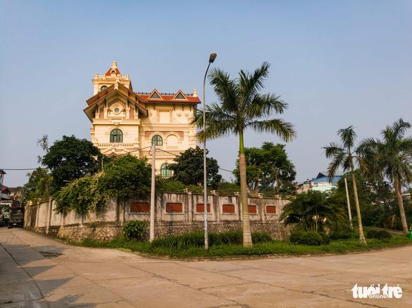 Khám nhà cựu chủ tịch HĐQT Gang thép Thái Nguyên - Ảnh 4.