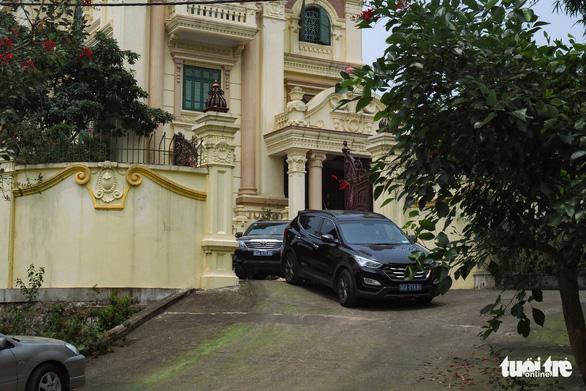Khám nhà cựu chủ tịch HĐQT Gang thép Thái Nguyên - Ảnh 5.