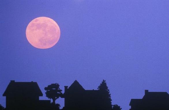 Ngắm trăng hồng đẹp lung linh trên trời đêm - Ảnh 3.