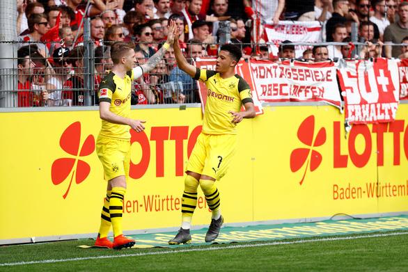 Thần đồng nước Anh Sancho giúp Dortmund đuổi sát Hùm xám - Ảnh 1.