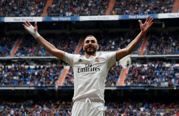 Benzema lập hat-trick giúp Real Madrid nuôi hi vọng...á quân - Ảnh 1.