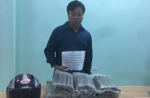 Bắt nghi phạm vận chuyển trái phép 19kg thuốc nổ - Ảnh 1.