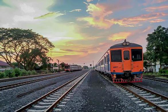 Hai thủ tướng Campuchia và Thái Lan đi xe lửa cùng nhau - Ảnh 2.