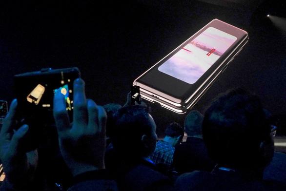 Samsung hoãn ra mắt Galaxy Fold gập màn hình tại Trung Quốc - Ảnh 1.
