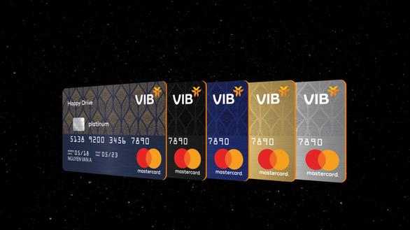 Thị trường thẻ tín dụng sôi động với dòng thẻ mới - Ảnh 1.