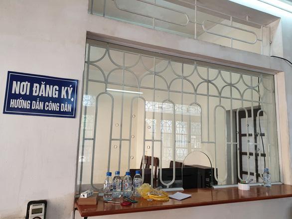Nam Định thay thế, thu nhỏ ô kính tại nơi đăng ký tiếp dân - Ảnh 2.