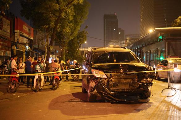 Xe đâm điên loạn trên đường Láng nửa khuya, một công nhân vệ sinh chết - Ảnh 3.
