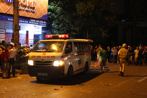 Xe đâm điên loạn trên đường Láng nửa khuya, một công nhân vệ sinh chết - Ảnh 4.