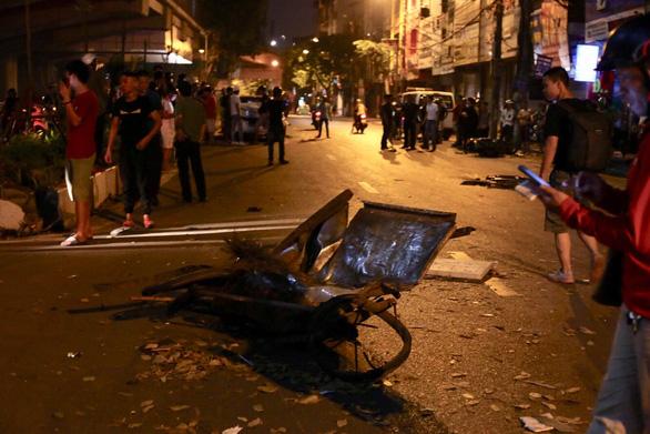 Xe đâm điên loạn trên đường Láng nửa khuya, một công nhân vệ sinh chết - Ảnh 6.