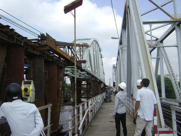 Lắp nhịp cầu Bình Lợi có khoang thông thuyền rộng 101m do Việt Nam thiết kế - Ảnh 2.