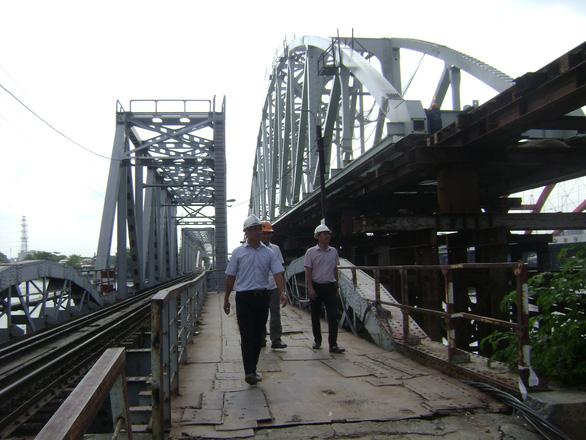 Lắp nhịp cầu Bình Lợi có khoang thông thuyền rộng 101m do Việt Nam thiết kế - Ảnh 1.