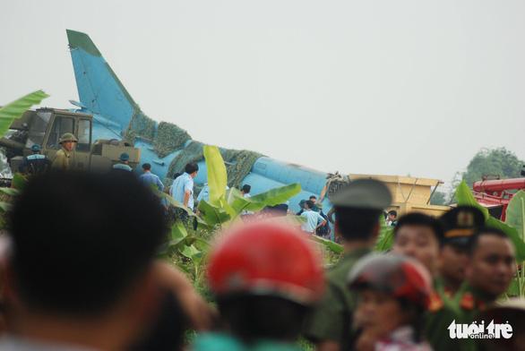 Máy bay tiêm kích bom SU 22 hạ cánh tông tường rào ở Yên Bái - Ảnh 5.