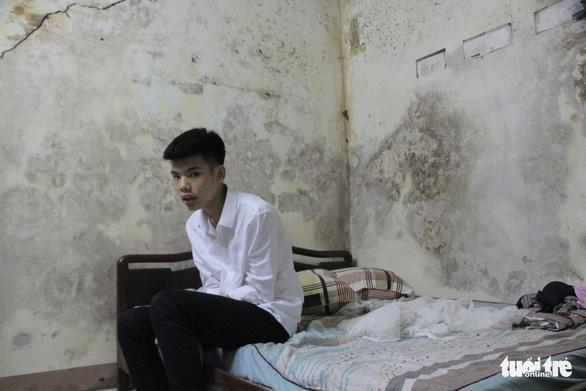 Đứa con trai lớp 9 nhà nghèo chết lặng nghe tin mẹ gặp nạn nửa đêm - Ảnh 1.