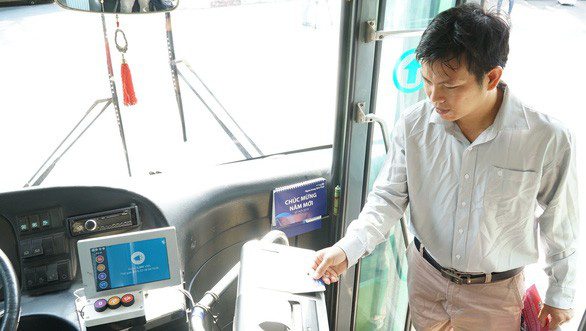 TP.HCM tìm chỗ giữ xe máy cho khách đi xe buýt - Ảnh 1.