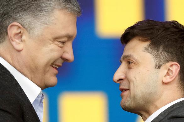Dân Ukraine chọn người mới vì tổng thống không làm được gì - Ảnh 1.
