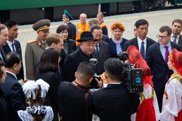 Nga đón ông Kim Jong Un: Bánh mì + muối = tình bạn - Ảnh 1.