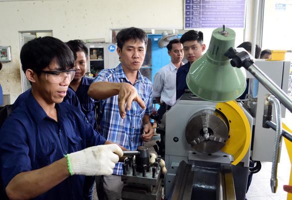 Chuyên gia cao cấp ILO khuyên gì bạn trẻ chuyện chọn nghề, học nghề? - Ảnh 1.