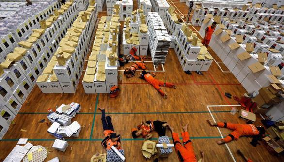 Thực hư vụ 92 người kiệt sức chết do kiểm phiếu bầu ở Indonesia - Ảnh 2.