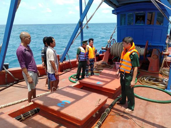 Bắt tàu chở 80.000 lít dầu DO không rõ nguồn gốc ở Côn Đảo - Ảnh 1.