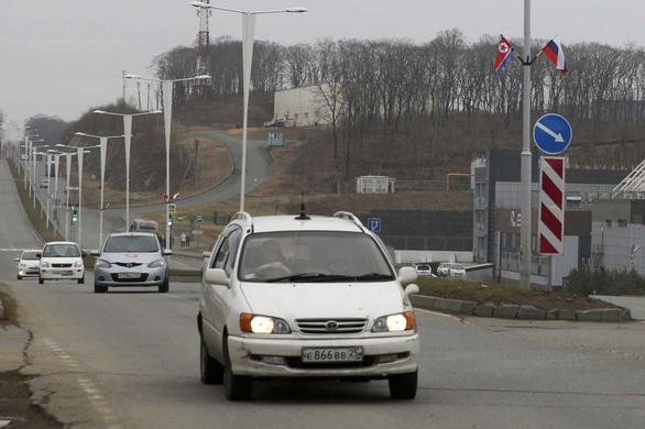 Ông Kim Jong Un đã đến Nga, được chào đón với hoa, bánh mì, và muối - Ảnh 5.