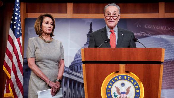 Đảng Dân chủ chia rẽ, luận tội là... giúp ông Trump?  - Ảnh 1.