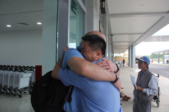 Anh che đạn cho em ở Mỹ Lai: bức ảnh trở về với sự thật - Ảnh 3.