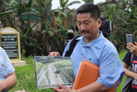Anh che đạn cho em ở Mỹ Lai: bức ảnh trở về với sự thật - Ảnh 6.