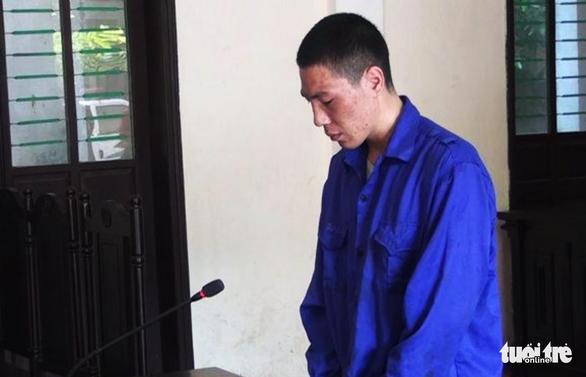 Cha 'ngáo đá' làm rơi con 2 tuổi từ tầng lầu lãnh án tù 6 năm rưỡi - Ảnh 1.