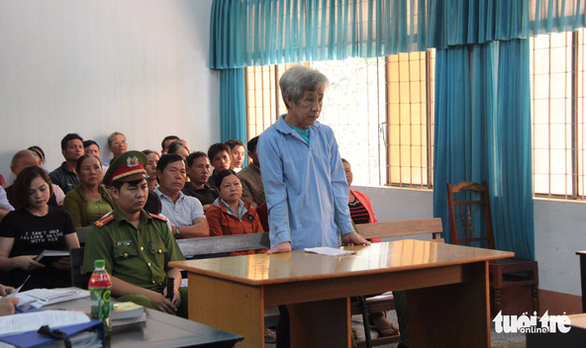 Cựu hiệu trưởng tự tuyển giáo viên, tư túi 1,6 tỉ đồng nhận 14 năm tù - Ảnh 1.