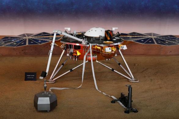 Tàu thăm dò InSight lần đầu phát hiện động đất trên sao Hỏa - Ảnh 1.