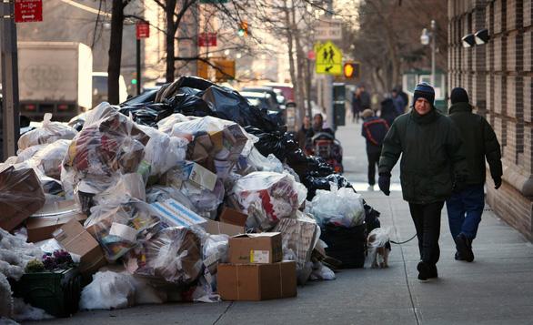 Sau lệnh cấm túi nilông, New York chuẩn bị đánh thuế túi giấy - Ảnh 2.