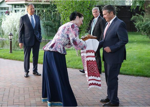 Nga đón ông Kim Jong Un: Bánh mì + muối = tình bạn - Ảnh 2.