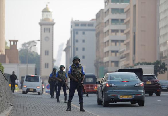 Tổng thống Sri Lanka thay máu Bộ quốc phòng vì không ngăn được đánh bom - Ảnh 2.