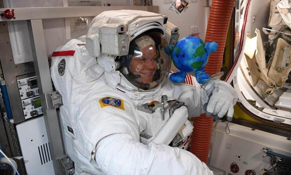 Phi hành gia lên sao Hỏa phải mang… kính bơi - Ảnh 2.