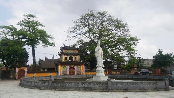 Trụ trì chùa Trung Hành phải sám hối vì dọa thả chó cắn phật tử và uống bia - Ảnh 1.