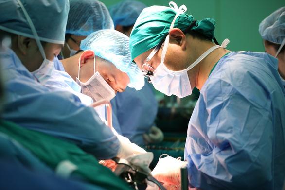 5 người con hiếu thảo cắt gan mình để 5 bậc cha mẹ tái sinh - Ảnh 1.