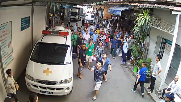 Đụng chạm tài xế xe cấp cứu, 5 bảo vệ Bệnh viện 115 nhập viện - Ảnh 1.