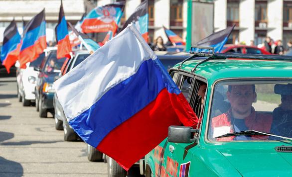 Dân ly khai miền đông Ukraine có thể xin cấp hộ chiếu Nga - Ảnh 1.