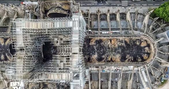 Nguyên nhân cháy nhà thờ Đức Bà Paris: lắp dây điện không chuẩn - Ảnh 2.