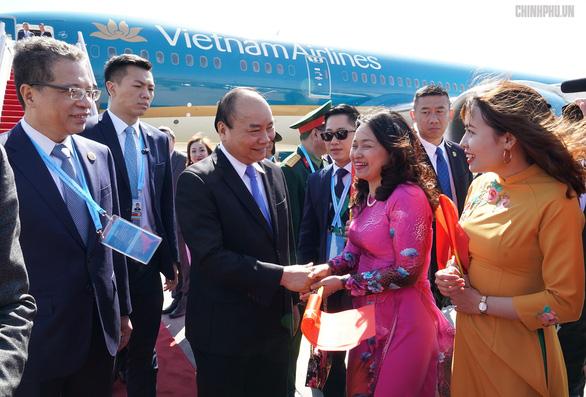 Thủ tướng đến Bắc Kinh, bắt đầu chuyến tham dự Diễn đàn Vành đai và Con đường - Ảnh 2.