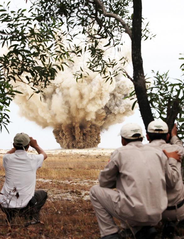 Đất đai và bom mìn hậu chiến: Khát vọng bình an dài hơn đời người - Ảnh 1.
