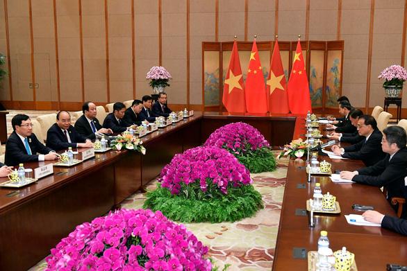 Thủ tướng Nguyễn Xuân Phúc hội đàm với Thủ tướng Trung Quốc - Ảnh 1.