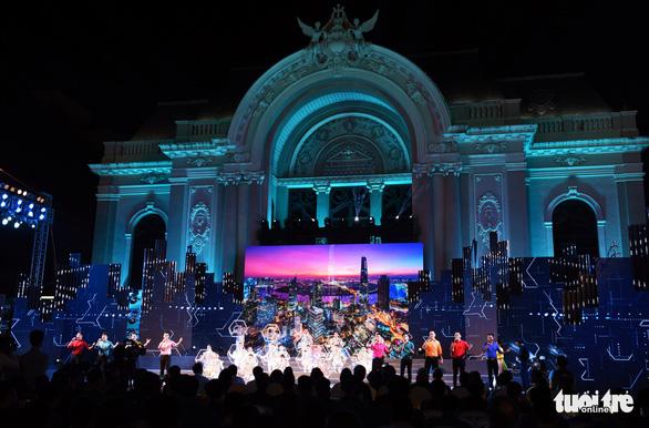 Nhà hát Thành phố âm vang Khát vọng ngời sáng tương lai - Ảnh 1.